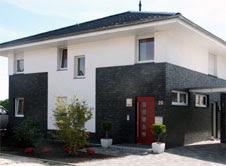 fachada blanco y negro