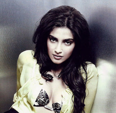Hot Sonam Kapoor Wallpapers | Sonam Kapoor Hot Bollywood Actress