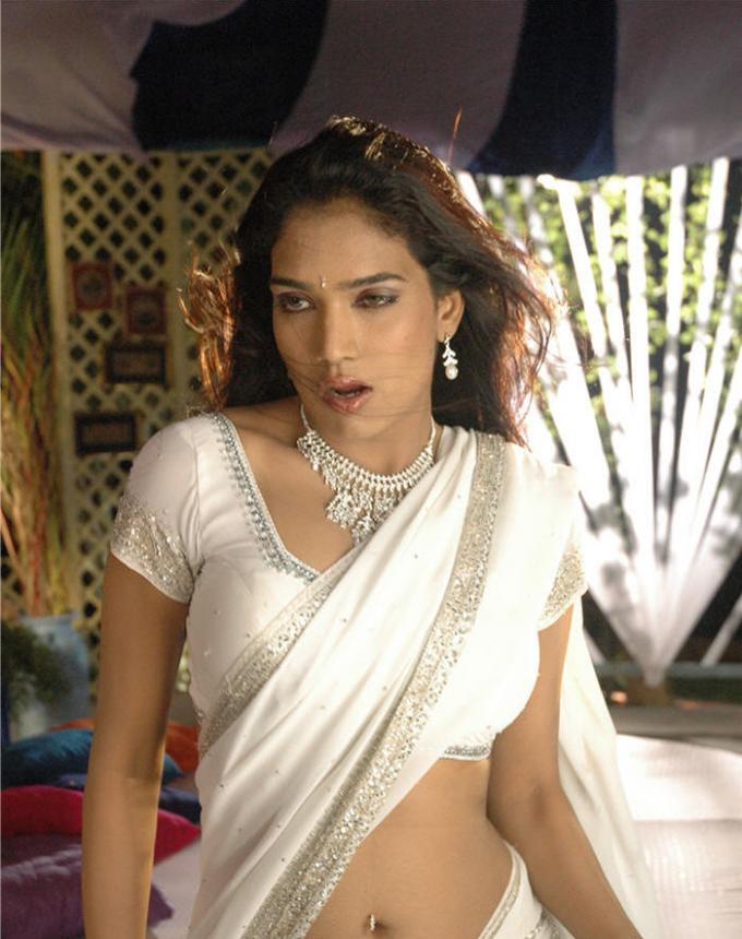 Labels Actress Bra Ramya Big Navel Blouse Boobs Cleavage Hairy