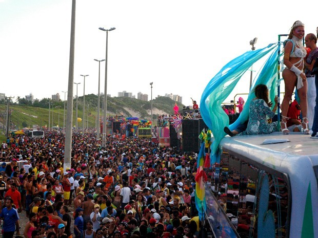 Cerca de 400.000 pessoas estão sendo esparadas na 9ª Parada do Orgulho LGBT (Foto: Flora Dolores)