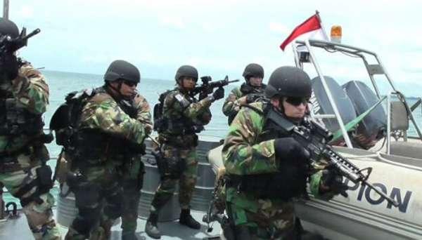 """Angkatan Laut ASEAN dan AS """"Bebaskan"""" Sandera"""