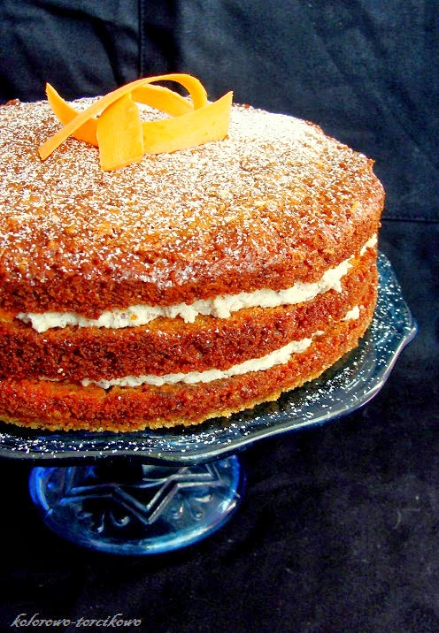 Tort marchewkowy z orzechowym kremem