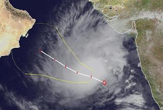 Zyklonsaison Nordindik: Tropischer Zyklon / Sturm 05A (ARB 04) im Arabischen Meer zieht in Richtung Oman, Oman, Arabisches Meer, aktuell, Thane, November, 2011, Zyklonsaison Nordindik, Indischer Ozean Indik, Satellitenbild Satellitenbilder