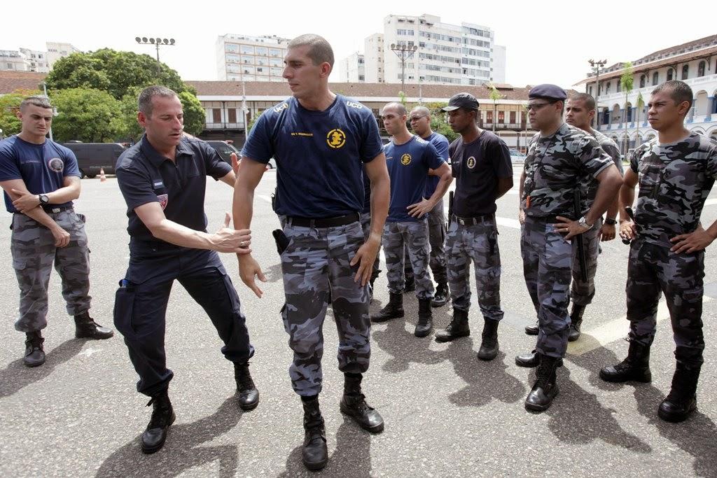 Batalhão de Choque treina com a polícia francesa no Rio