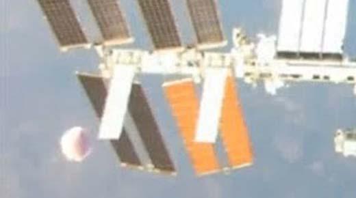 Dos masivos OVNIs visitan la estación espacial Intenacional
