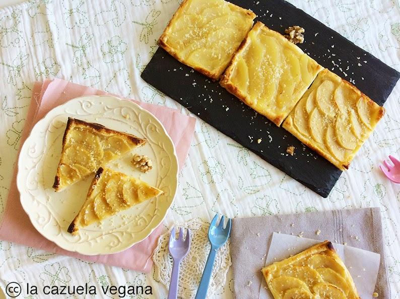 Tartaletas veganas de hojaldre y crema pastelera con manzana y pera