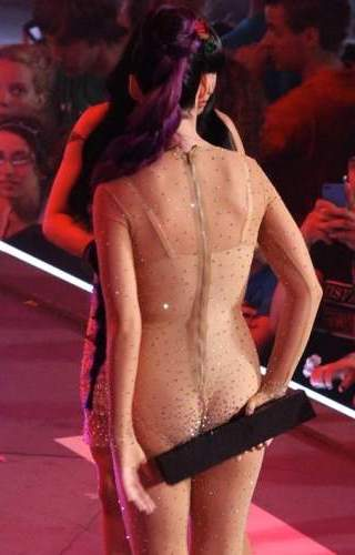 Katy perry re attract attention with daring appearance he returned
