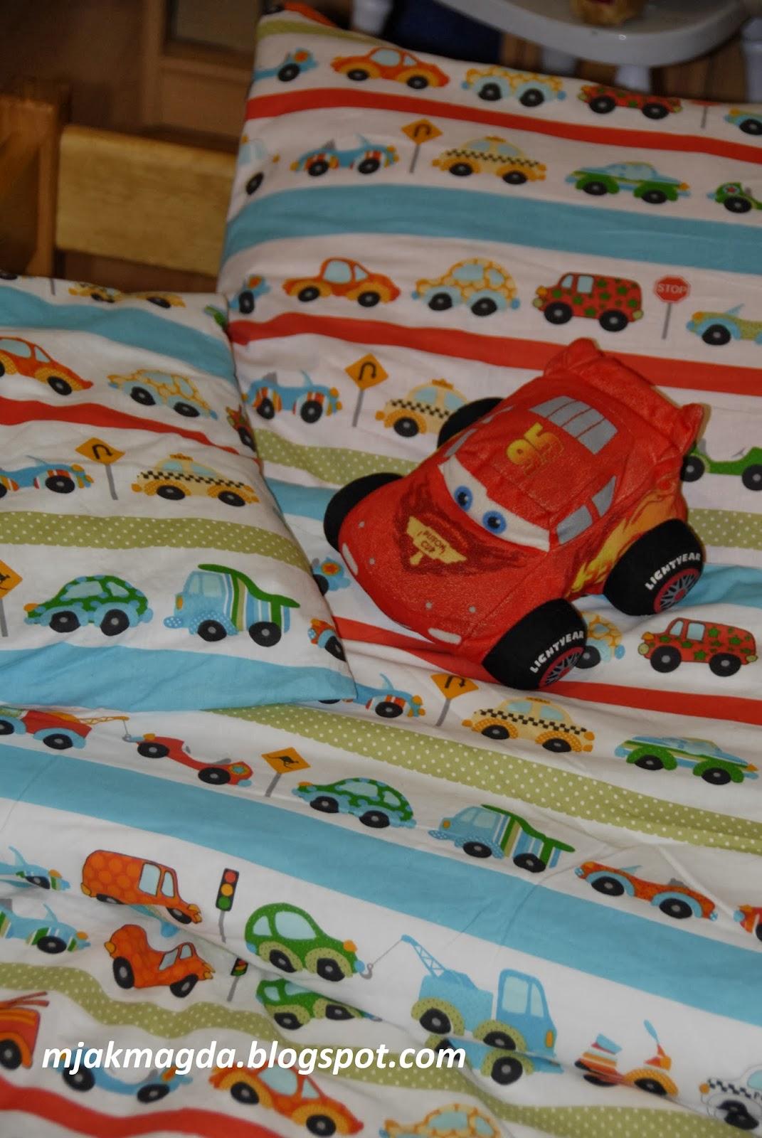 pościel, poszewka, poszewki, poducha, poduszka, kołdra, kołderka, narzuta, bawełna, samochody, pojazdy, kolorowa, dla dziecka, chłopiec, pokój, sypialnia, łóżko, dziecko, sheets, pillowcase, pillowcases, cushion, pillow, quilt, quilt, quilts, cotton, cars, trucks, colorful, for a child, a boy, living room, bedroom, bed, child,