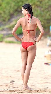 Alessandra Ambrosio in bikini having fun in Hawaii beach Pic6
