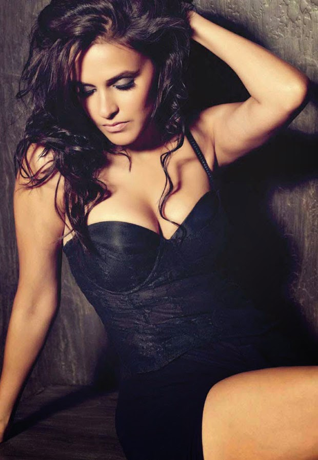 neha dhupia hot deep cleavage hd wallpaper