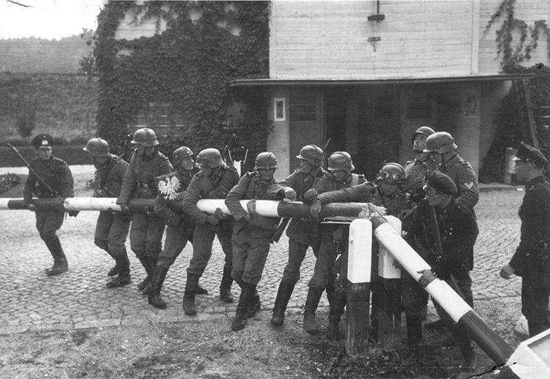 Alemanes cruzando la frontera polaca el 1 de septiembre de 1939