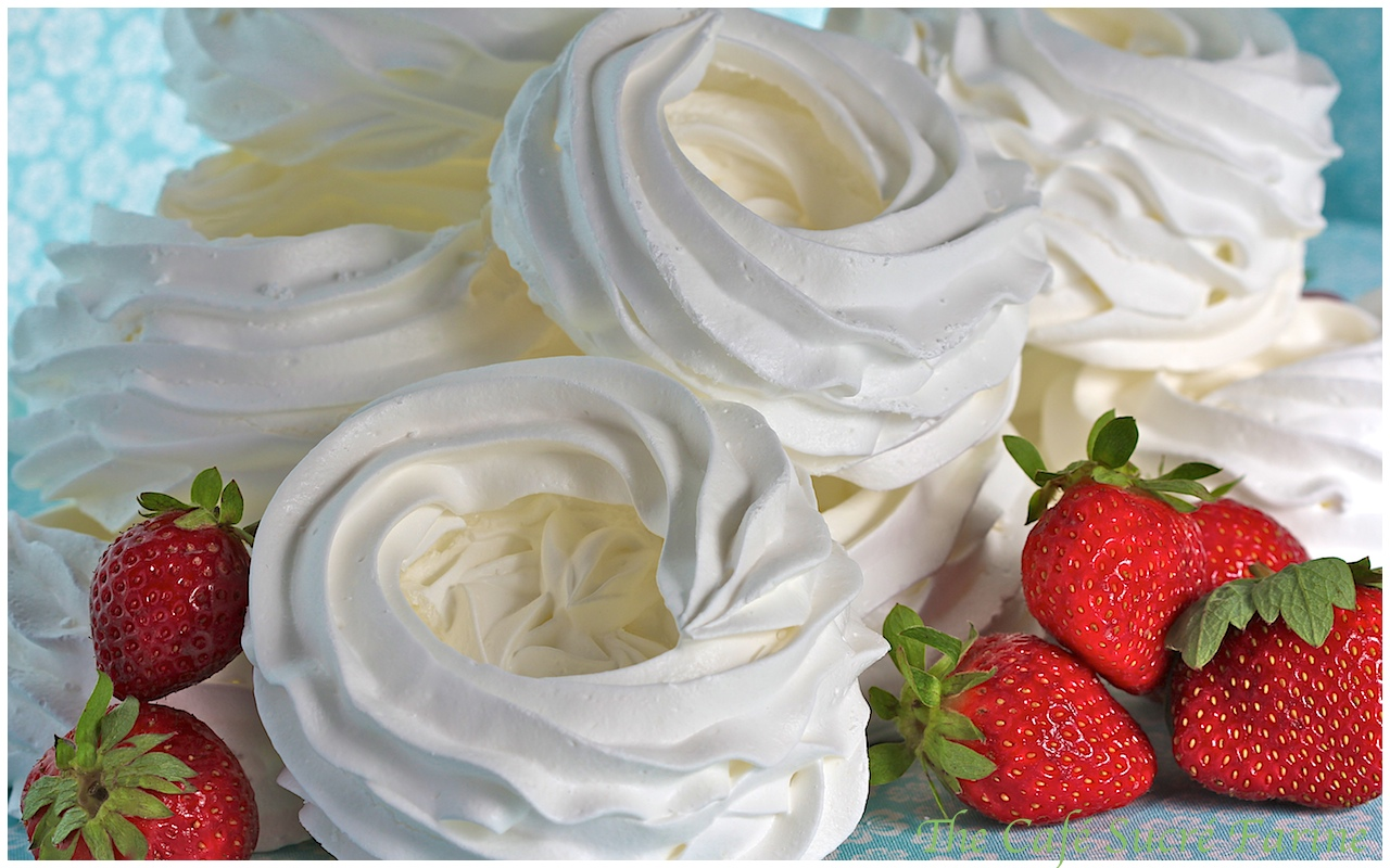 Meringues With Strawberries And Whipped Cream (Schaum ...