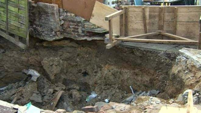 http://sciencythoughts.blogspot.co.uk/2015/03/homes-evacuated-after-sinkhole-opens-up.html
