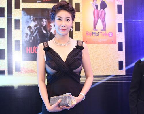 Cựu hoa hậu kiêm diễn viên Hà Kiều Anh gây sốc tại lễ trao giải Cánh diều vàng 2014 vào tối 12.3.2014 tại TP HCM.