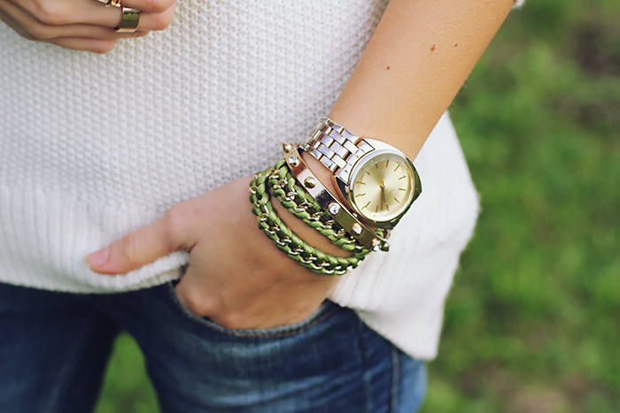 white sweater, jeans, casual weekend outfit, bracelets