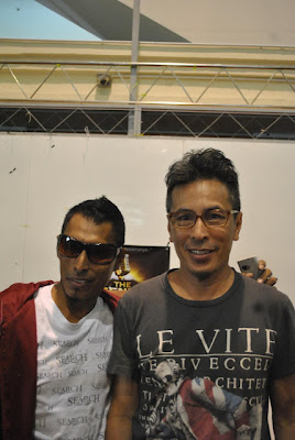 Kembar Siam Melekat Seiras Serupa Sama Terkenal Artis Rock Konsert Live