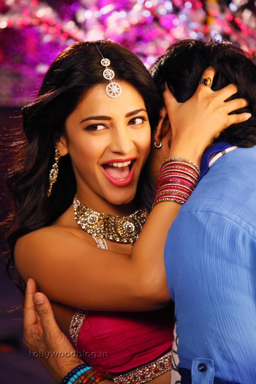 Shruti Haasan New Hot Pics From Balupu