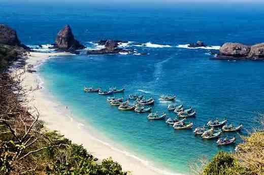 Gambar pesona wisata di pantai Papuma Jember Jawa Timur
