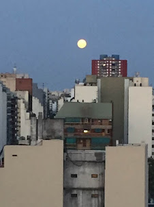 la luna vino a la fragua con su polisón de nardos