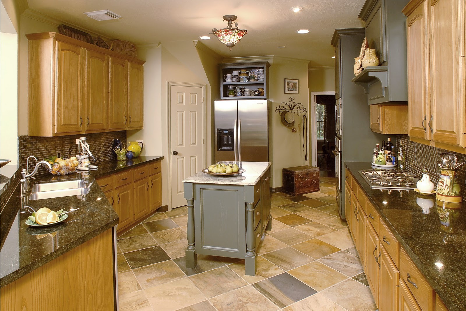 Design in wood what to do with oak cabinets for Kitchen ideas with oak cabinets