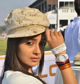Tina Dutta aka Iccha and Meethi of Uttaran on Colors tv Spicy Pics