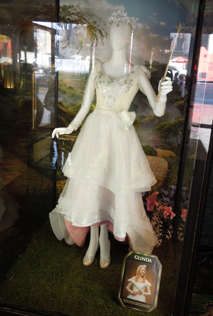 Michelle Williams Glinda costume from Oz The Great and Powerful ...