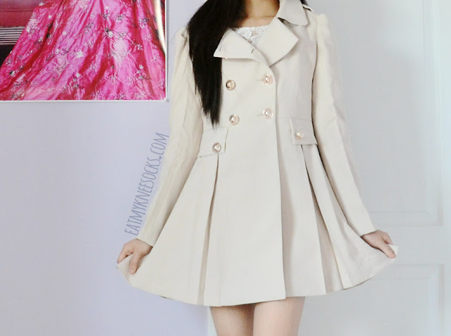 More photos of the sweet autumn-ready ruffled puff-shoulder trench coat from SheIn.