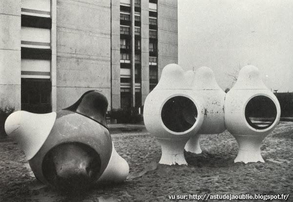 Melun, ZUP de l'Almont - Aire de jeux / Playground  Création: L'Oeuf Centre d'Etudes, Les Simonnet Sculpteurs.  1971