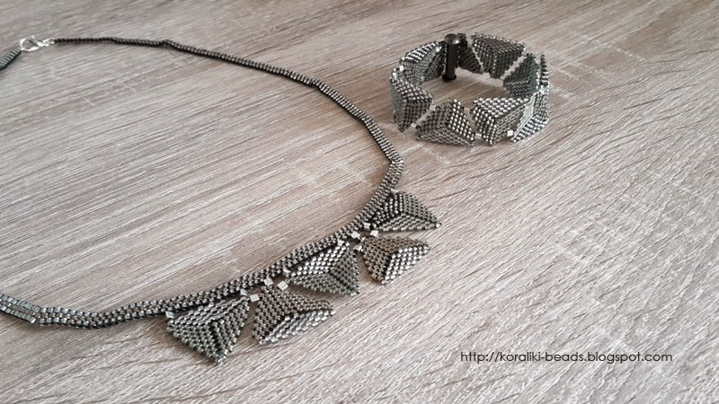 Necklace and bracelet with beads Toho triangles