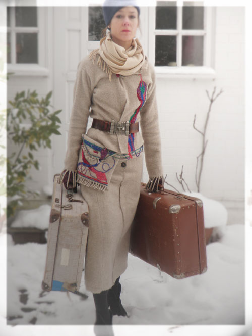 Psynopsis Vintage Travel Look DIY Wool Suit Eric Bompard Scarf Vintage Hat and Suitcases