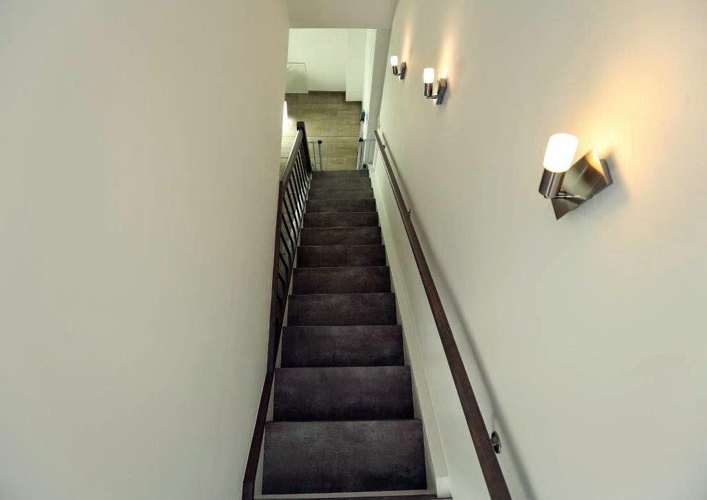 Eine treppenrenovierung mit betongrau stone ist für liebhaber von stein design in dieser form tatsächlich einzigartig damit können sie ihrer stein treppe
