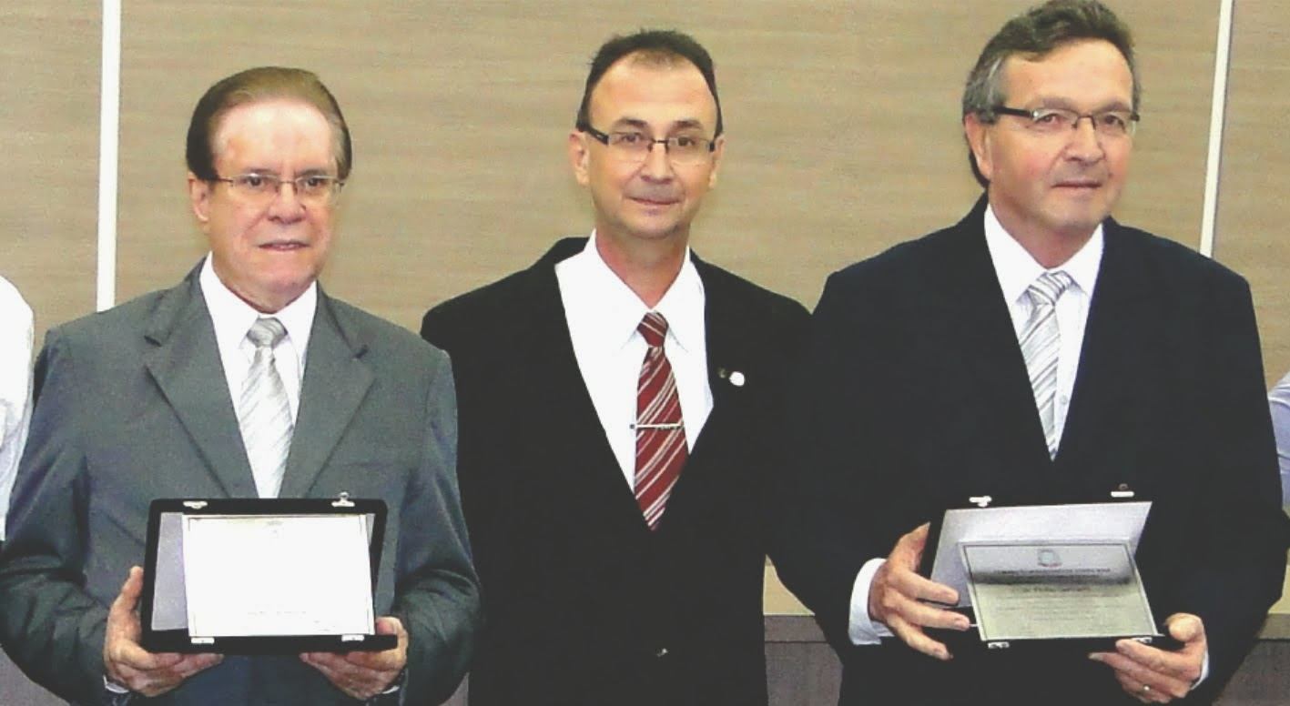 MÉDICOS EMILIO E ENIO SÃO HOMENAGEADOS PELO VEREADOR JAIR WINGERT
