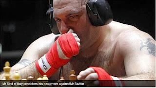Échecs & Boxe : l'Italien Sirci réfléchit à son prochain coup face au Russe Sazhin