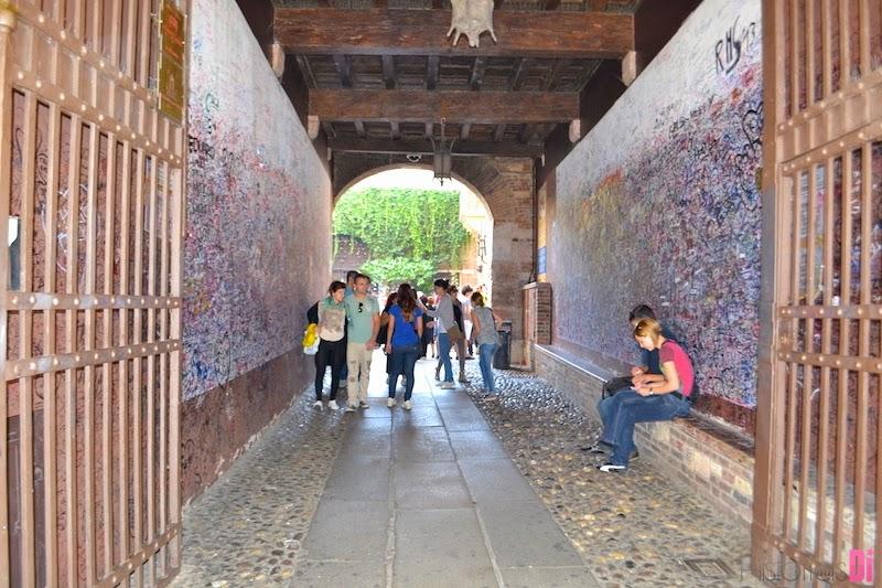 Paredes da entrada da Casa de Julieta