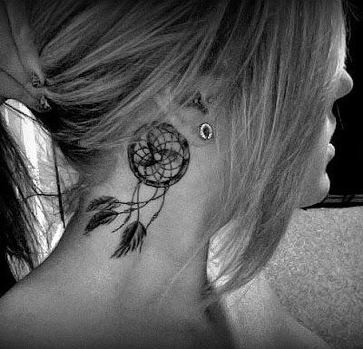 fotos da tatuagem atrás da orelha