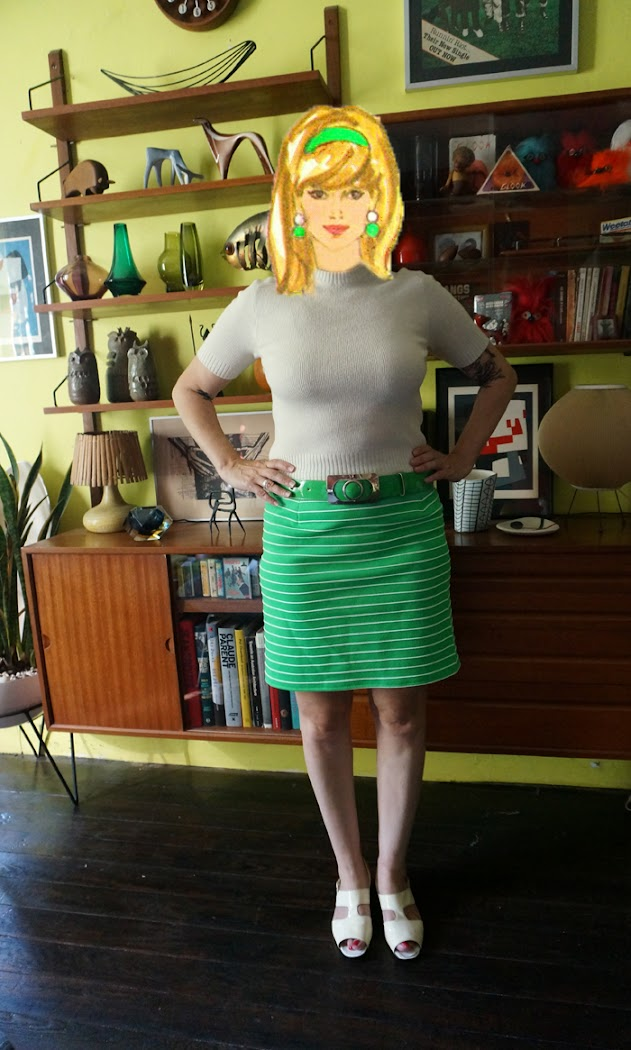 vintage 60s mini skirt green white stripe knit fabric Alors me voilà lancée dans la confection d'une mini jupe avec longueur et forme imposées par la taille de mon bout de tissu ( une chute du morceau utilisé ici ) : elle sera donc mini et droite , avec 2 pinces avant et arrière et fermeture éclair arrière .
