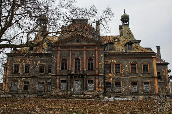 European Chic: Forgotten mansion in Poland