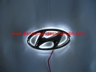 Front Logo + Lampu Hyundai