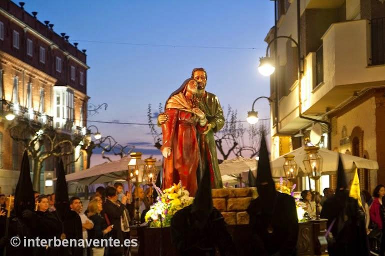 http://interbenavente.es/not/7170/el-santo-entierro-pone-de-luto-al-viernes-santo-en-benavente/