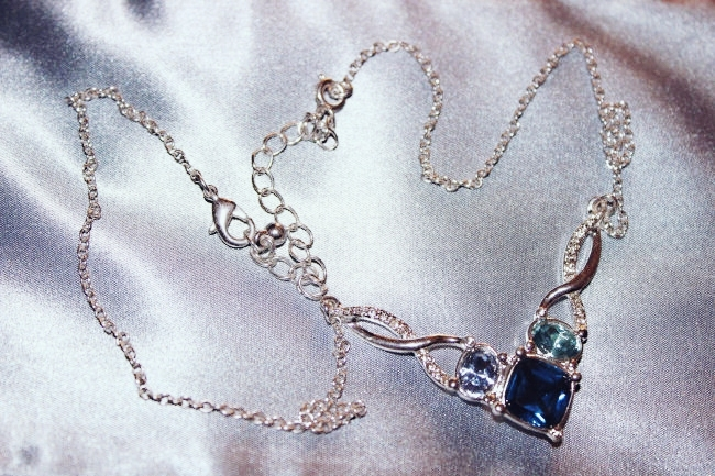 Avon Entwined Shimmer necklace. Avon jewelry set- Entwined Shimmer. Avon Jewelry. Avon nakit. Avon jewellery. Jewelry trends 2015.