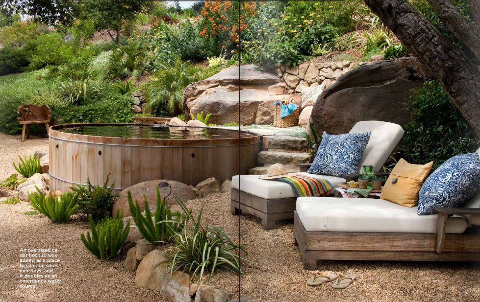 Casual Living Pools : Casual Casa: Casual barrel pool & painted bathroom walls
