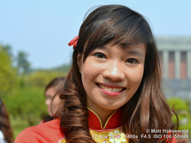 close up, street portrait, headshot, friendly, smiling, beautiful, people, Hanoi, Vietnam, Vietnamese girl, áo dài