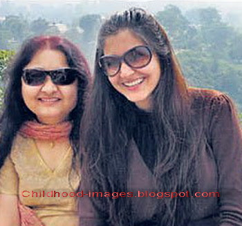 anushka+sharma+with+mother+pictures-childhood-images.blogspot.com{1}
