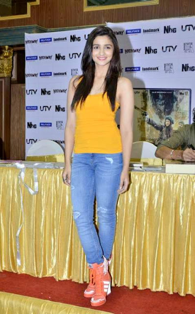 GlamChica: Ripped Jeans Hottest Bollywood Trend of the Year