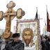 Πορεία Ρώσων εθνικιστών με σταυρούς στη Μόσχας...