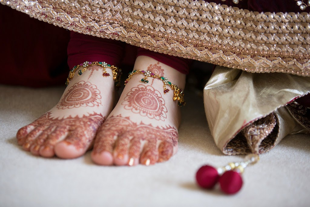 south asian wedding, indian wedding, bride, henna, feet, mehndi