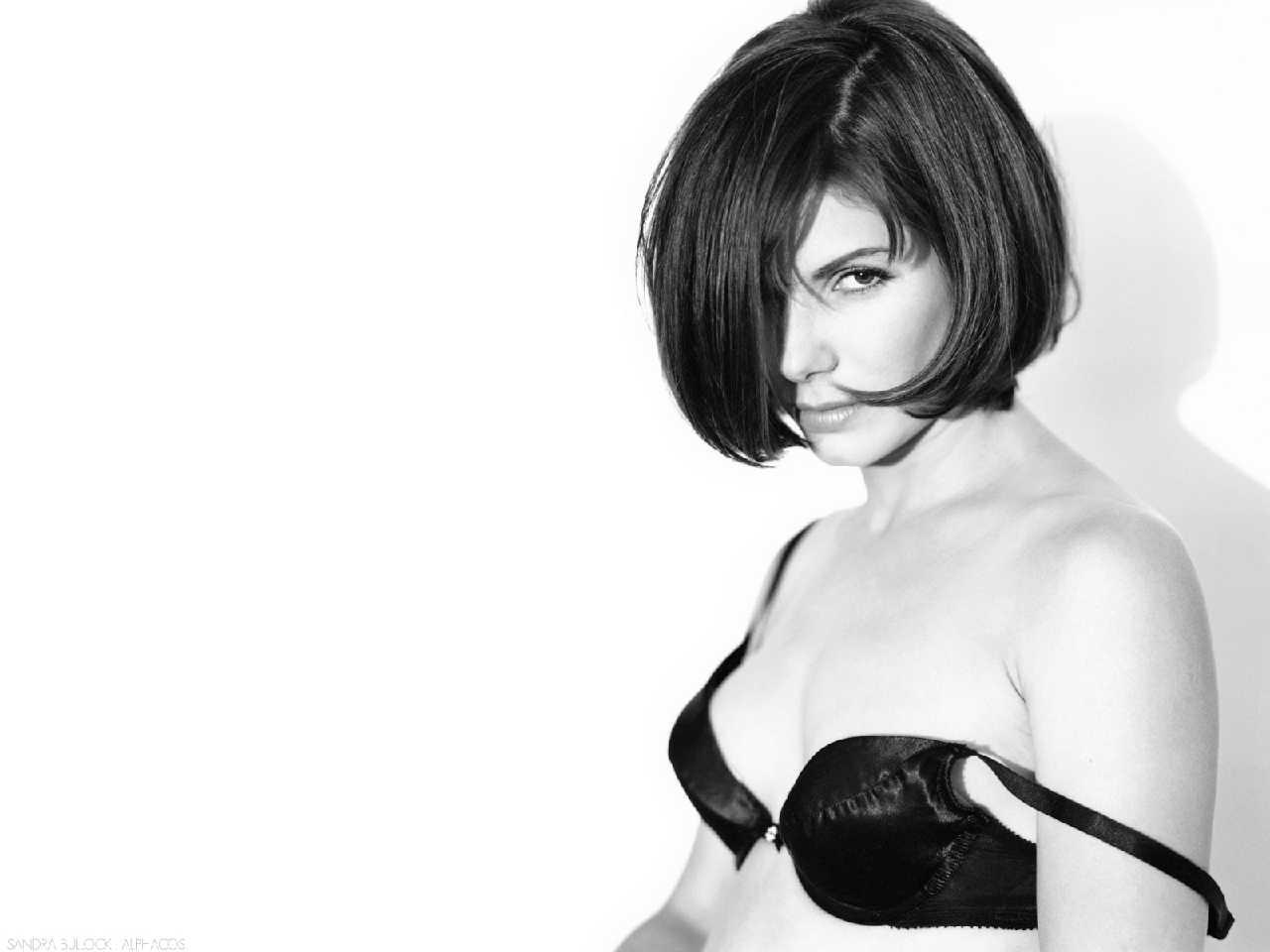 http://1.bp.blogspot.com/-wr6sUvPKOGg/T1wjAFueJRI/AAAAAAABDt8/kiQKTdsBHhk/s1600/Sandra+Bullock+Bikini+Butt+&+Ass+Pics+Collection+22.jpg