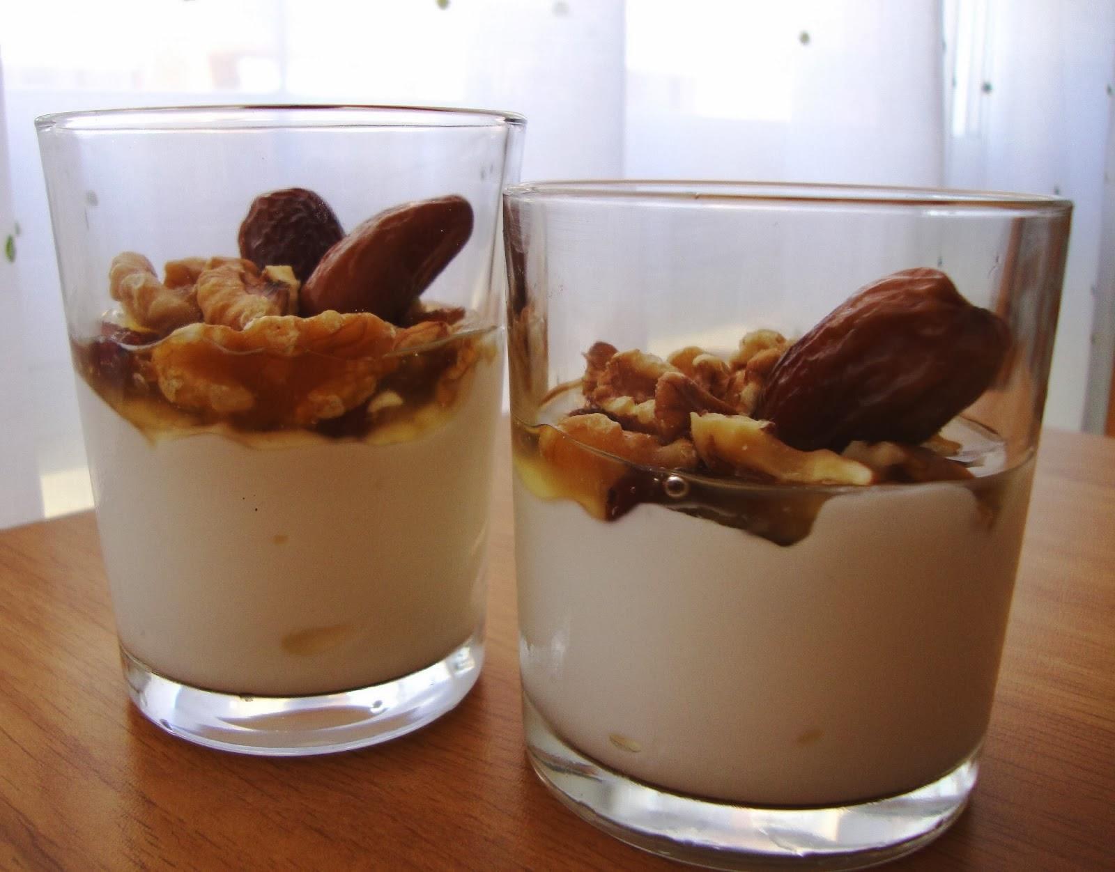 Yogur griego con frutos secos y miel
