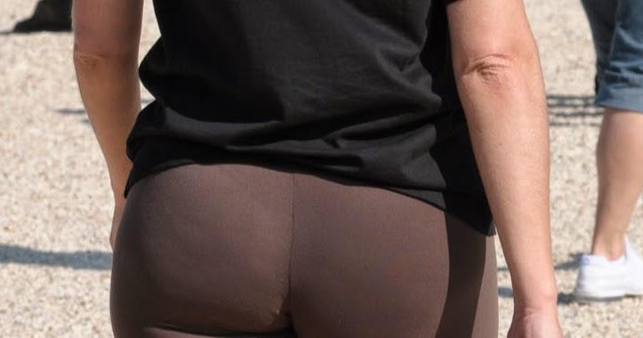 Nalgona milf in yoga pants leggins