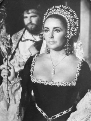 World's Most Amazing Pearls: La Peregrina in Elizabeth Taylor's neck